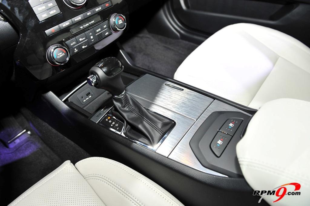 [تصویر:  kia-cadenza-gearbox.jpg]