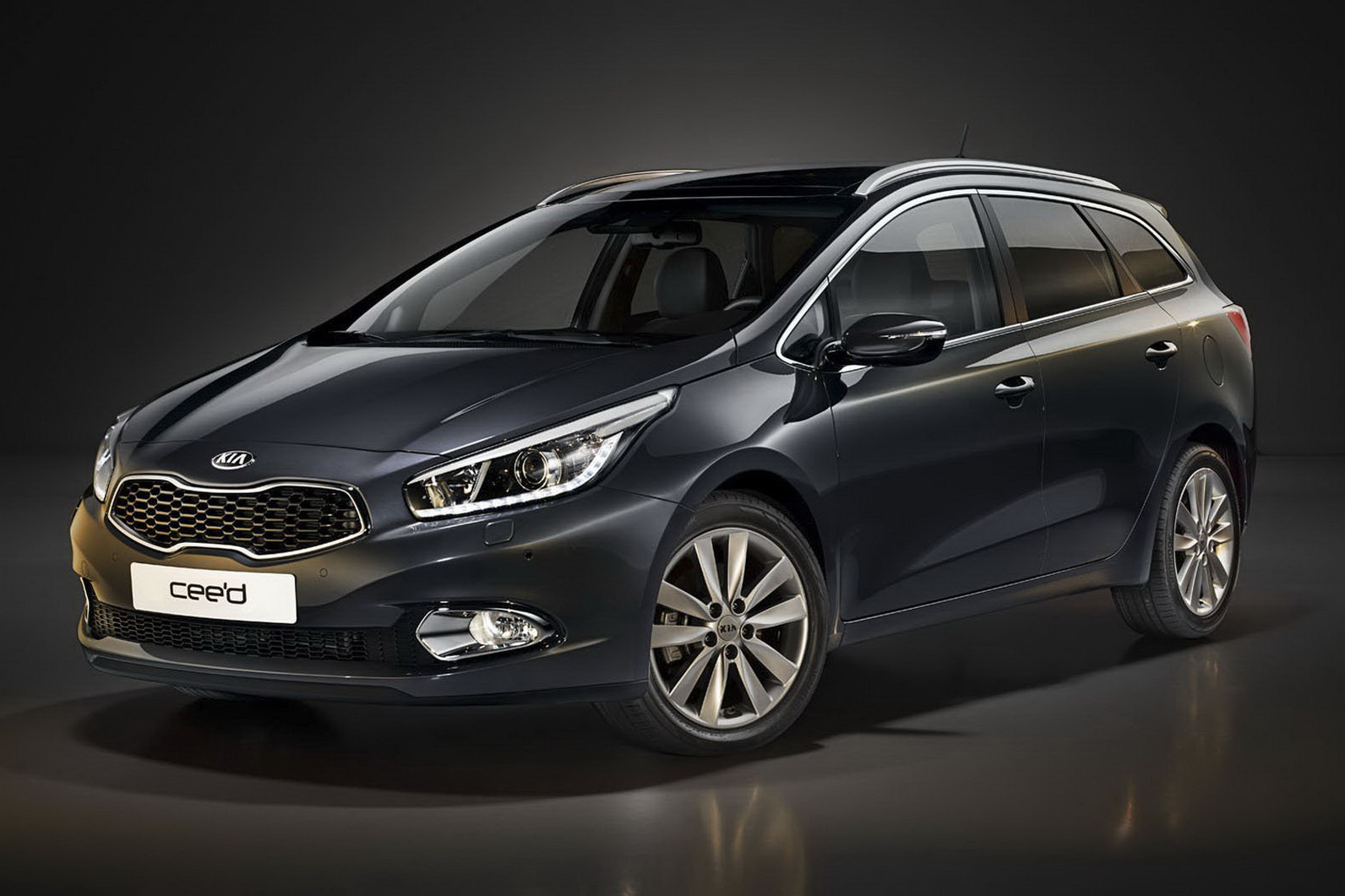 new kia cee 39 d sporty wagon images hit the web kia news blog. Black Bedroom Furniture Sets. Home Design Ideas