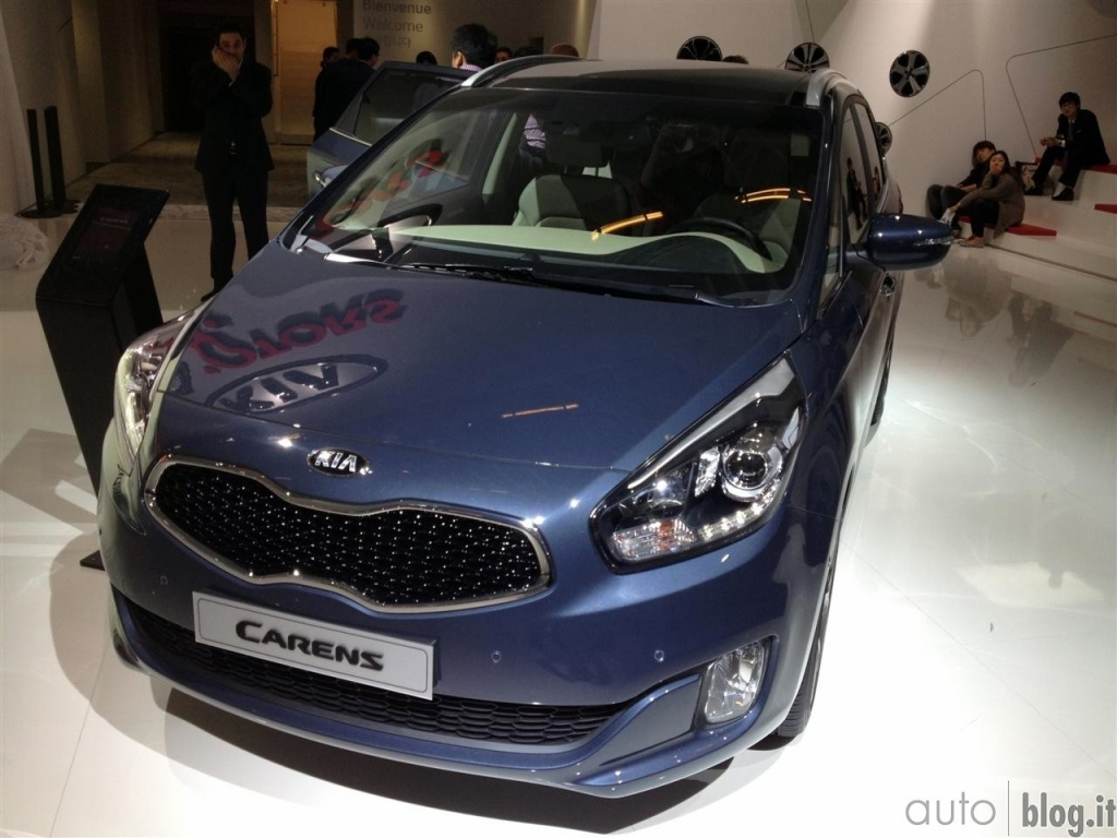 http://www.kia-world.net/wp-content/uploads/2012/09/kia-carens-mpv1.jpg