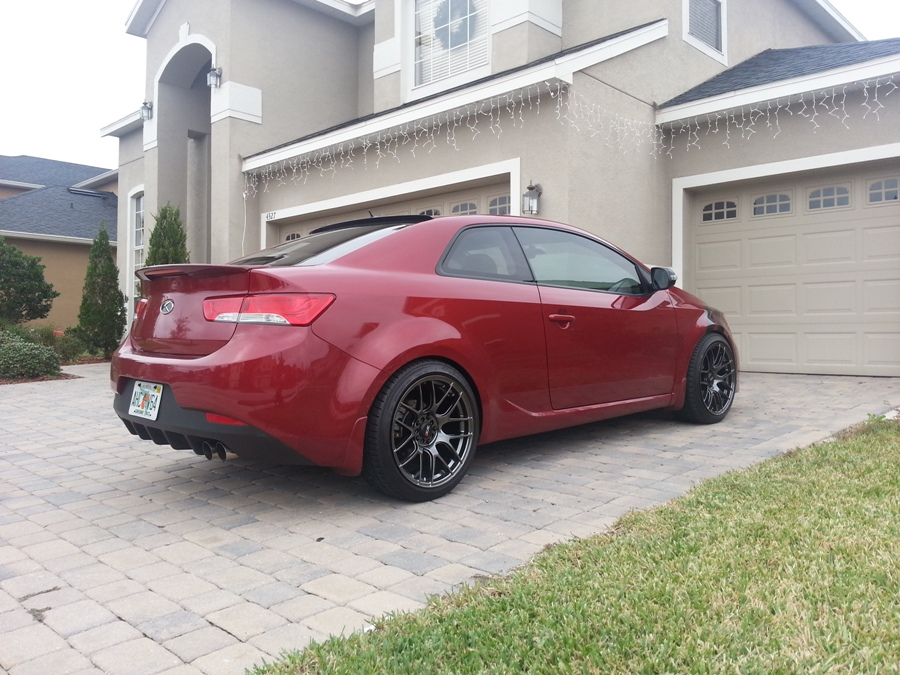 spicy red kia forte koup ex with dual exhaust kia news blog. Black Bedroom Furniture Sets. Home Design Ideas