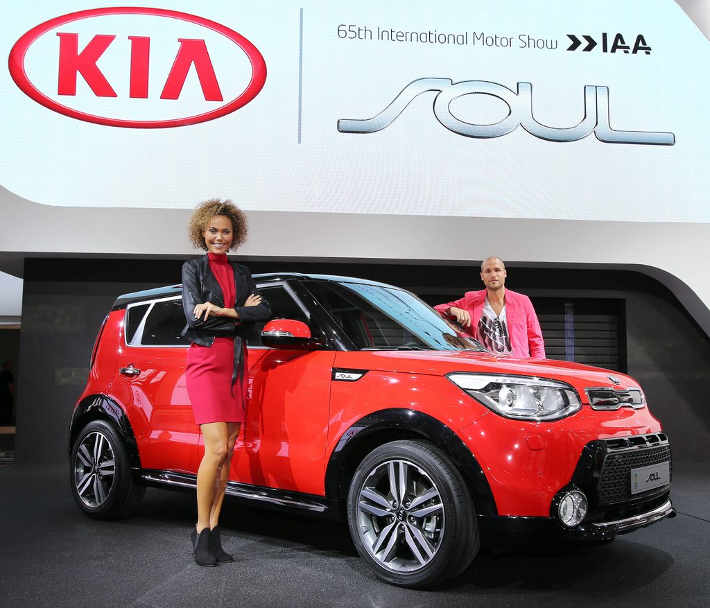 Pictures Of A Red-Black Kia Soul With SUV Accessory Kit