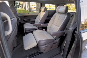 Kia Sedona 2nd row seats