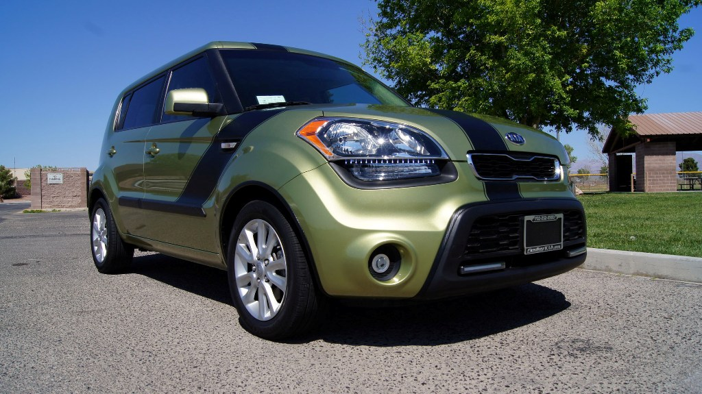 2013 kia soul base alien green color tuning photos kia news blog. Black Bedroom Furniture Sets. Home Design Ideas