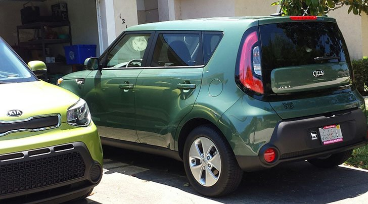 2 Kia Soul models in different green colors