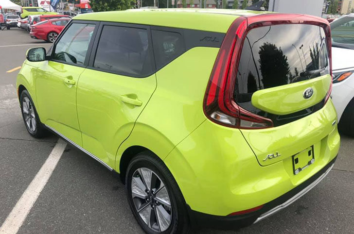Kia Soul EV in Canada comes with lime green color