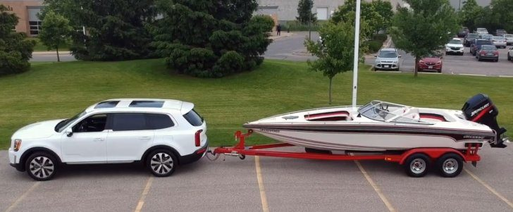 Towing a boat with Kia Telluride