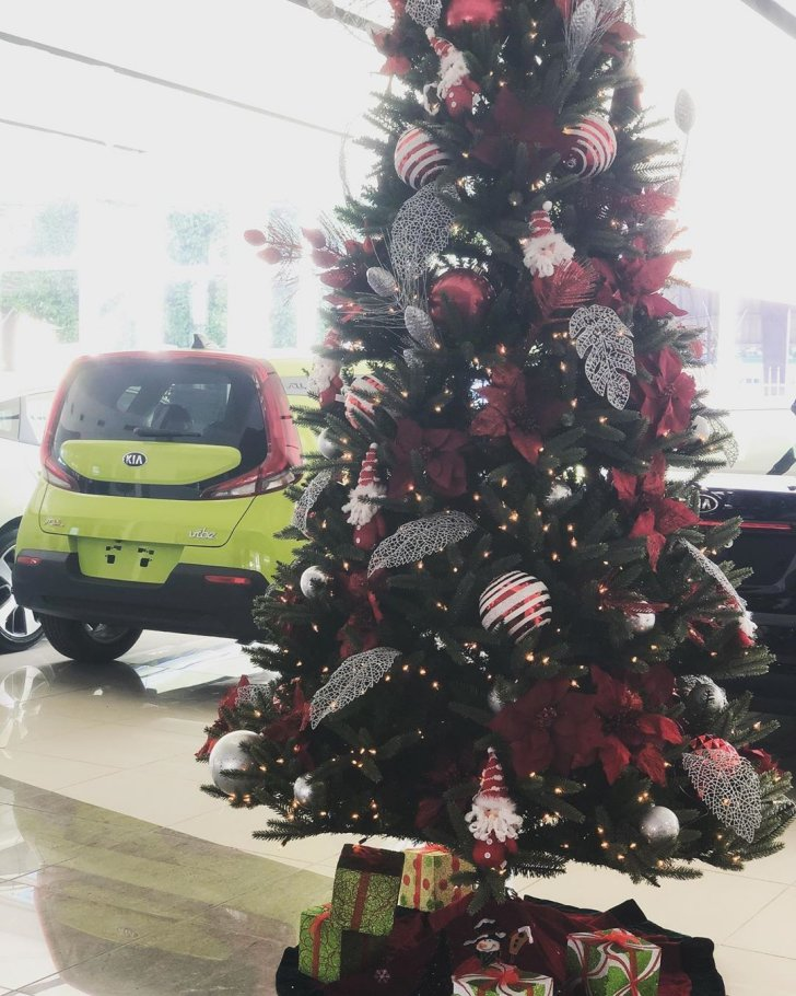Cool Kia Christmas-themed pictures
