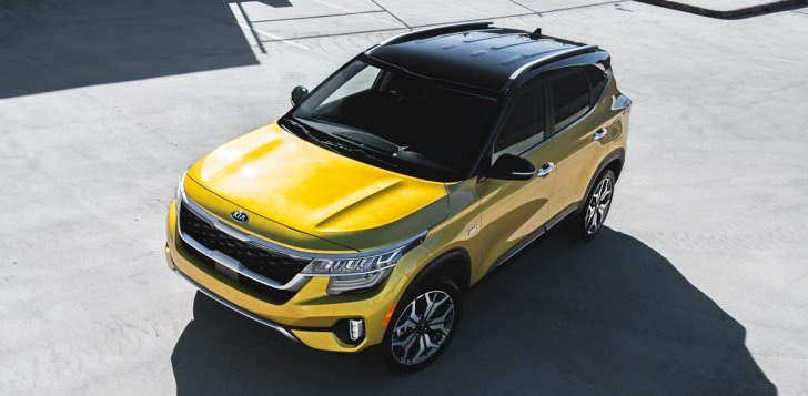 Kia Seltos with yellow body paint and black roof.